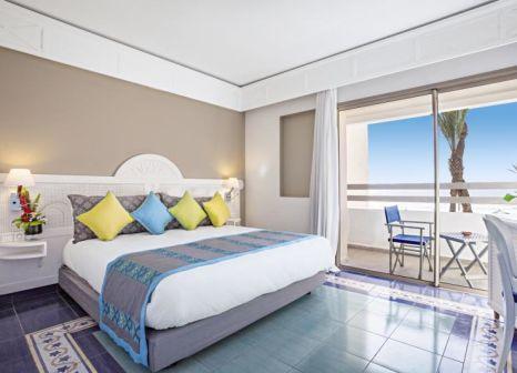 Hotelzimmer mit Volleyball im LABRANDA Les Dunes d'Or