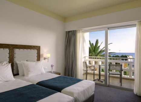 Hotelzimmer mit Mountainbike im Lakitira Resort & Village