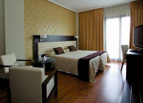 Hotelzimmer mit Hochstuhl im Hotel Monte Puertatierra