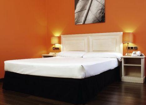 Hotelzimmer mit Hochstuhl im Hotel ILUNION Bel Art