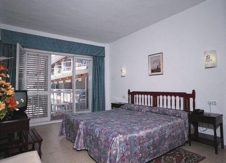 Hotelzimmer mit Mountainbike im Hotel César Augustus