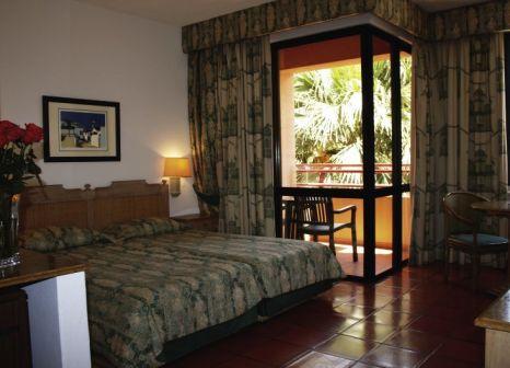 Hotelzimmer mit Mountainbike im Dom Pedro Marina