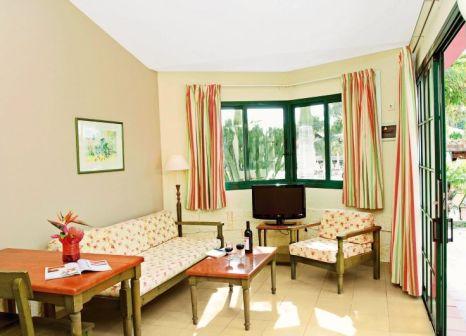 Hotelzimmer mit Mountainbike im Allsun Hotel Esplendido