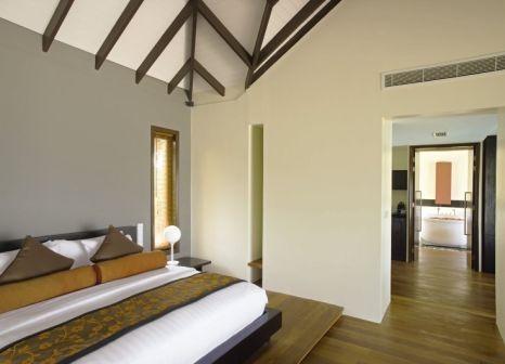 Hotelzimmer mit Tischtennis im Noku Maldives