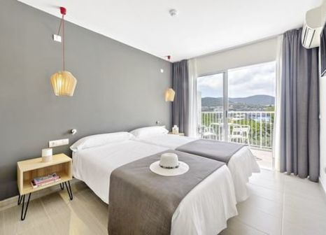 Hotelzimmer mit Volleyball im Hotel Playasol Cala Tarida