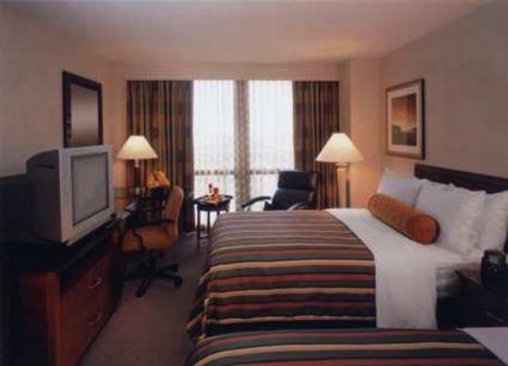 Hotelzimmer mit Hallenbad im Hilton Chicago O'Hare Airport