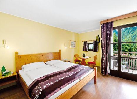 Hotelzimmer mit Tischtennis im Hunguest Hotel Heiligenblut