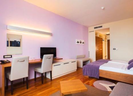 Hotelzimmer mit Mountainbike im Bretanide Sport & Wellness Resort