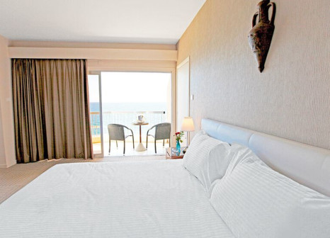 Hotelzimmer mit Volleyball im Poseidonia Beach Hotel