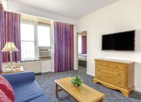 Hotelzimmer mit Restaurant im Ramada by Wyndham Jersey City