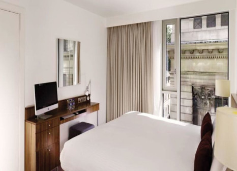 Hotelzimmer mit Hochstuhl im DoubleTree by Hilton Hotel London - Westminster