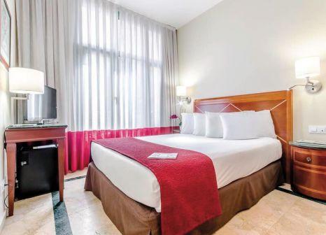 Hotelzimmer mit Hochstuhl im Hotel Exe Laietana Palace