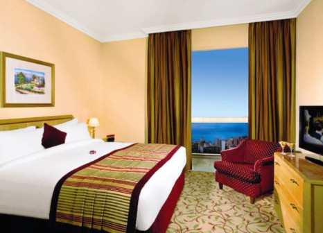 Hotelzimmer mit Hochstuhl im Gefinor Rotana