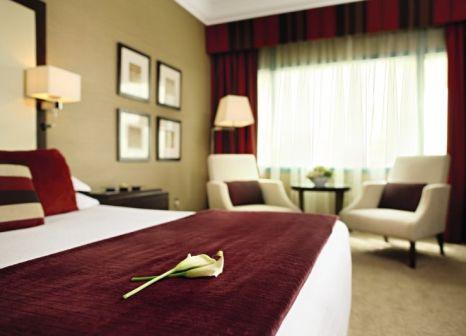 Hotelzimmer mit Golf im Mövenpick Dubai Grand Al Bustan