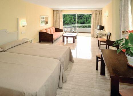 Hotelzimmer mit Yoga im Grupotel Ibiza Beach Resort