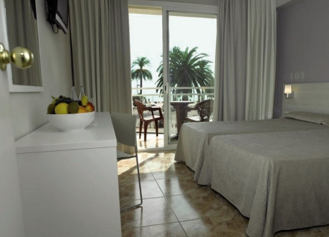Hotelzimmer mit Mountainbike im Rosamar Maritim