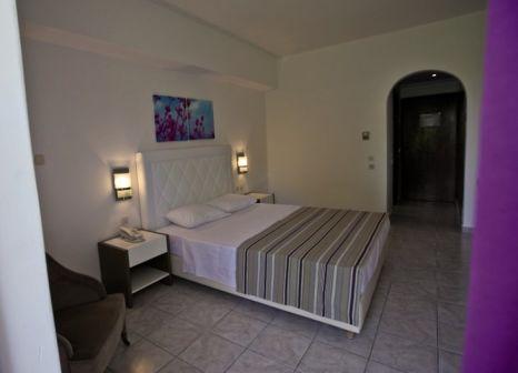 Hotelzimmer mit Mountainbike im Sivila Hotel