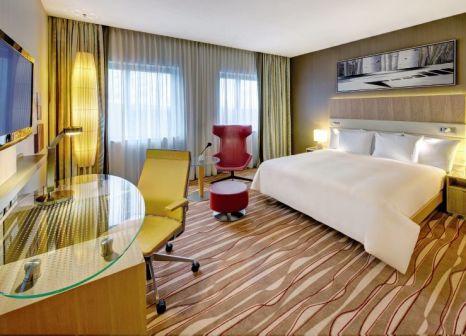 Hotelzimmer mit Aerobic im Hilton Frankfurt Airport