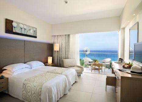 Hotelzimmer mit Volleyball im Pernera Beach Hotel