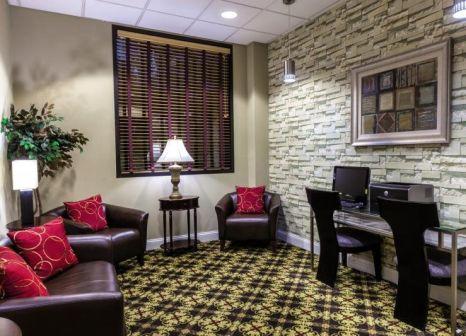 Hotelzimmer mit Aufzug im Ramada by Wyndham Jersey City