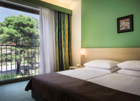 Hotelzimmer mit Minigolf im Remisens Hotel Lucija