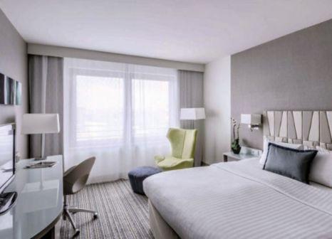 Hotelzimmer mit Hochstuhl im Courtyard Munich City Center