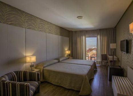 Hotelzimmer mit Hochstuhl im Macia Doñana