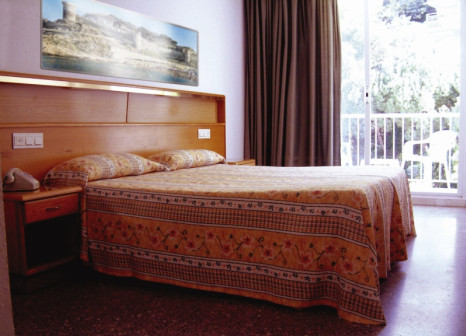Hotelzimmer mit Tischtennis im Hotel Don Juan Tossa