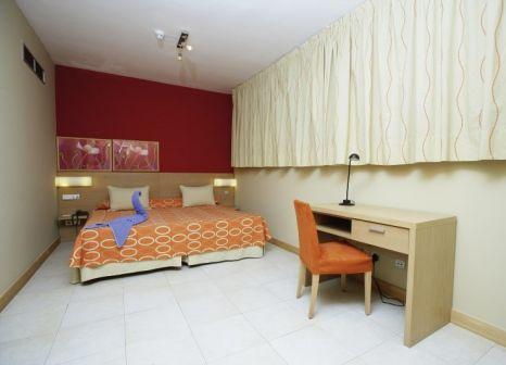 Hotelzimmer mit Mountainbike im Morasol Suites