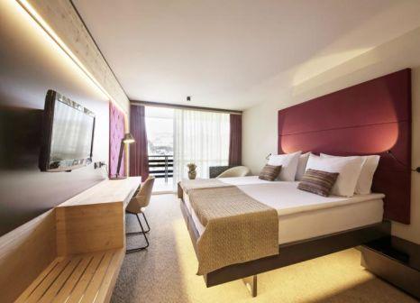Hotelzimmer mit Minigolf im Rikli Balance Hotel