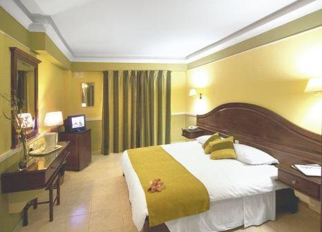 Hotelzimmer mit Mountainbike im Soreda Hotel