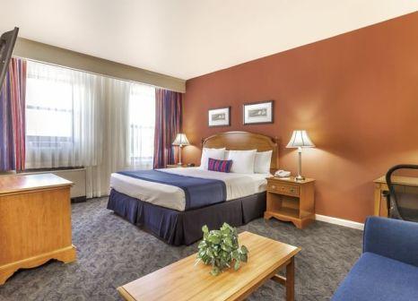Hotelzimmer mit Spielplatz im Ramada by Wyndham Jersey City