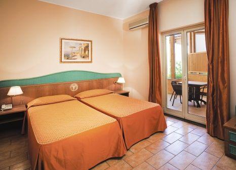 Hotelzimmer mit Volleyball im UNAHOTELS Naxos Beach Sicilia
