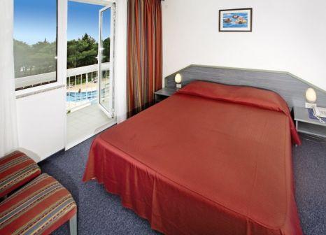 Hotelzimmer mit Volleyball im Aminess Laguna Hotel