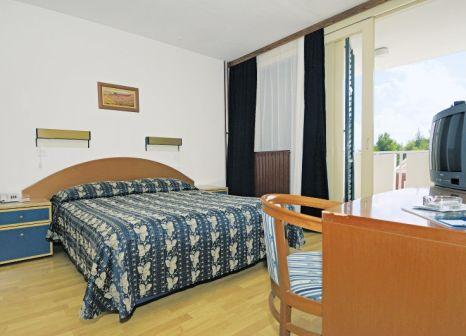 Hotelzimmer mit Volleyball im Family Hotel Amarin