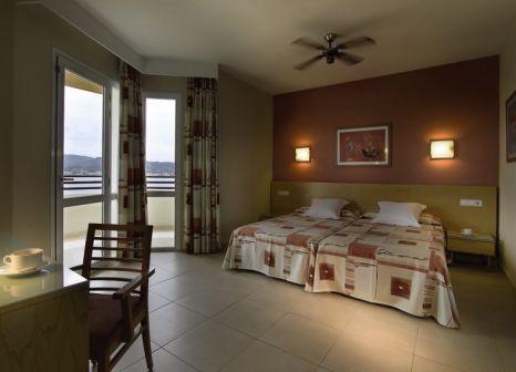 Hotelzimmer mit Volleyball im Fiesta Hotel Tanit