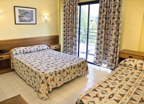 Hotelzimmer mit Tischtennis im Hotel Playasol Bossa Flow