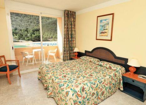 Hotelzimmer mit Volleyball im Sirenis Cala Llonga Resort