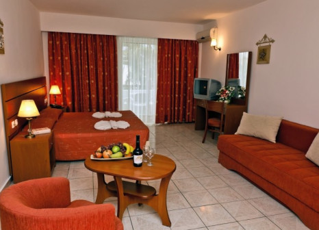 Hotelzimmer mit Mountainbike im Gaia Village