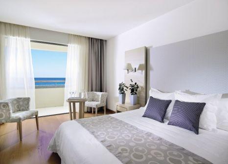 Hotelzimmer mit Volleyball im Astir Odysseus Resort & Spa