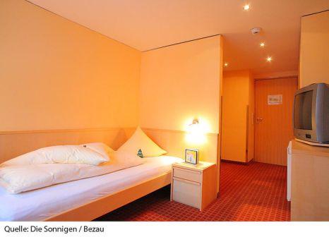 Hotelzimmer mit Ski im Die Sonnigen