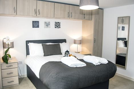 Base Serviced Apartments - The Docks Apartaments