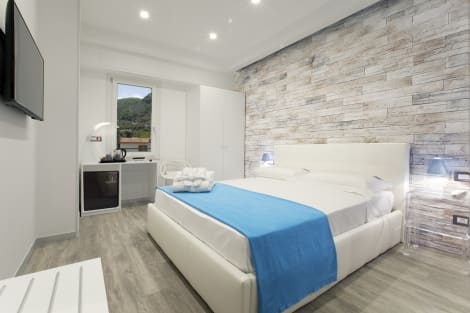 Vhome Hotel