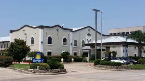 Days Inn & Suites by Wyndham Webster NASA-ClearLake-Houston Hotel