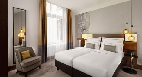 Hotel Reichshof Hamburg, Curio Collection By Hilton