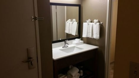 Clarion Inn & Suites Savannah Midtown Hotel