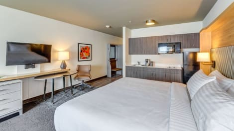 Holiday Inn & Suites BELLINGHAM Hotel
