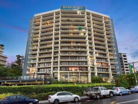 HotelRiver Plaza Apartments