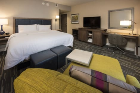 Hampton Inn & Suites Seattle/Redmond Hotel