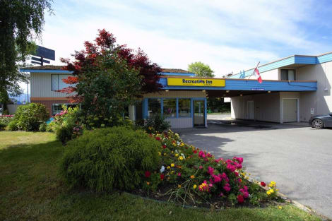 Hotel Recreation Inn & Suites